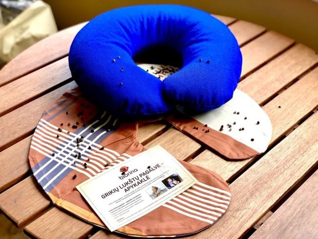 Buckwheat hulls collar pillow